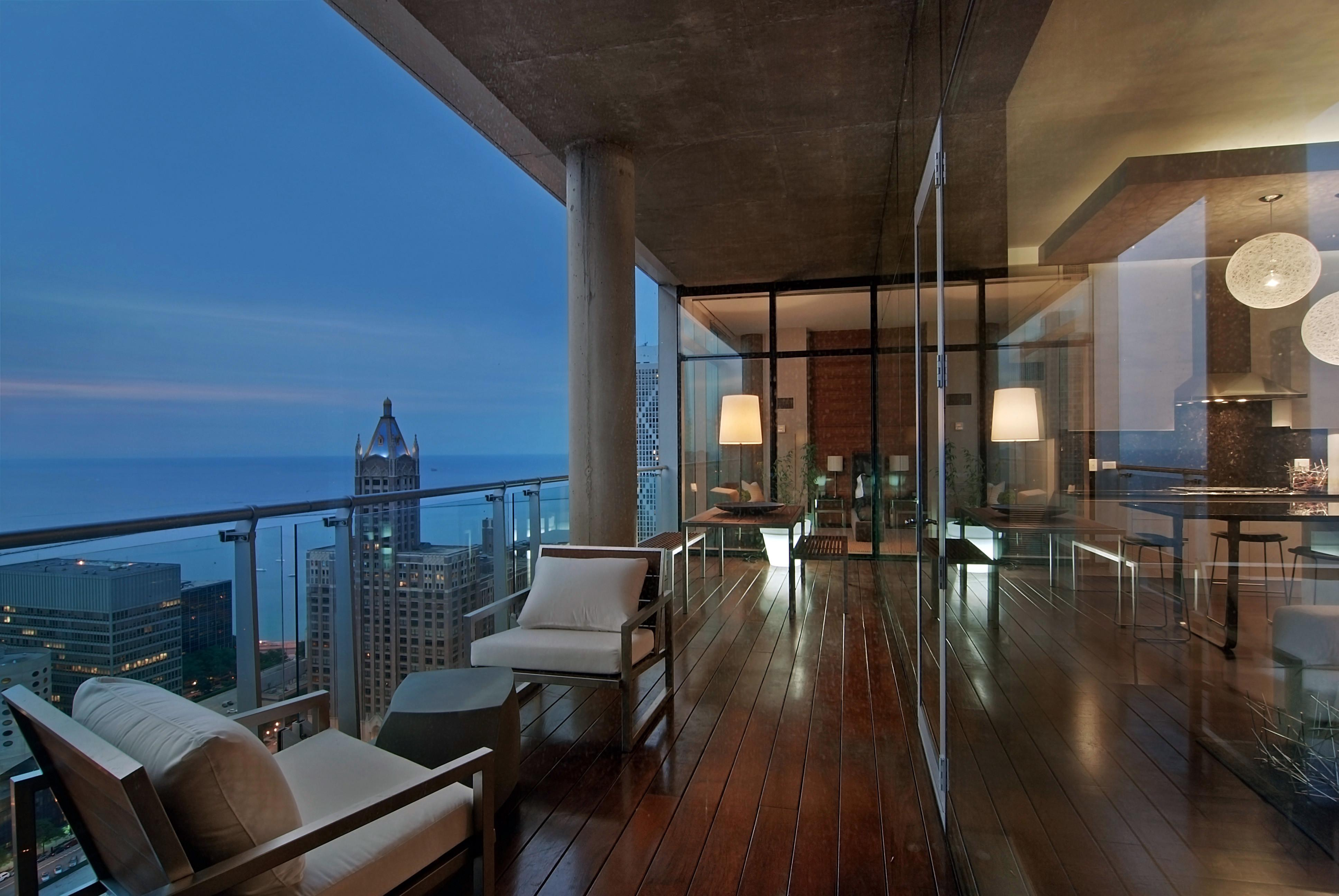 Penthouses Chaise Lounge Living Area
