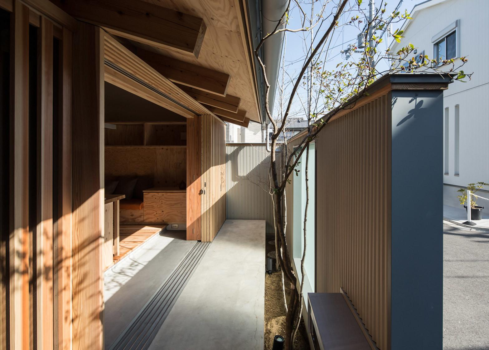 Plywood Interiors Provide Compact Japanese House Storage