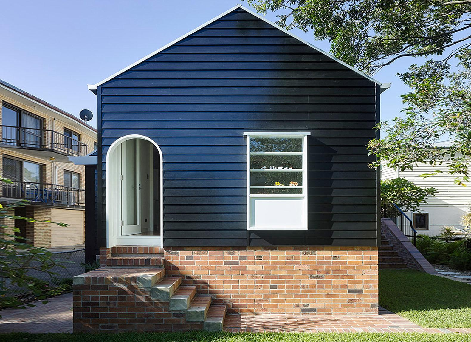 Pre War Queensland Bungalow Gets Modern Makeover
