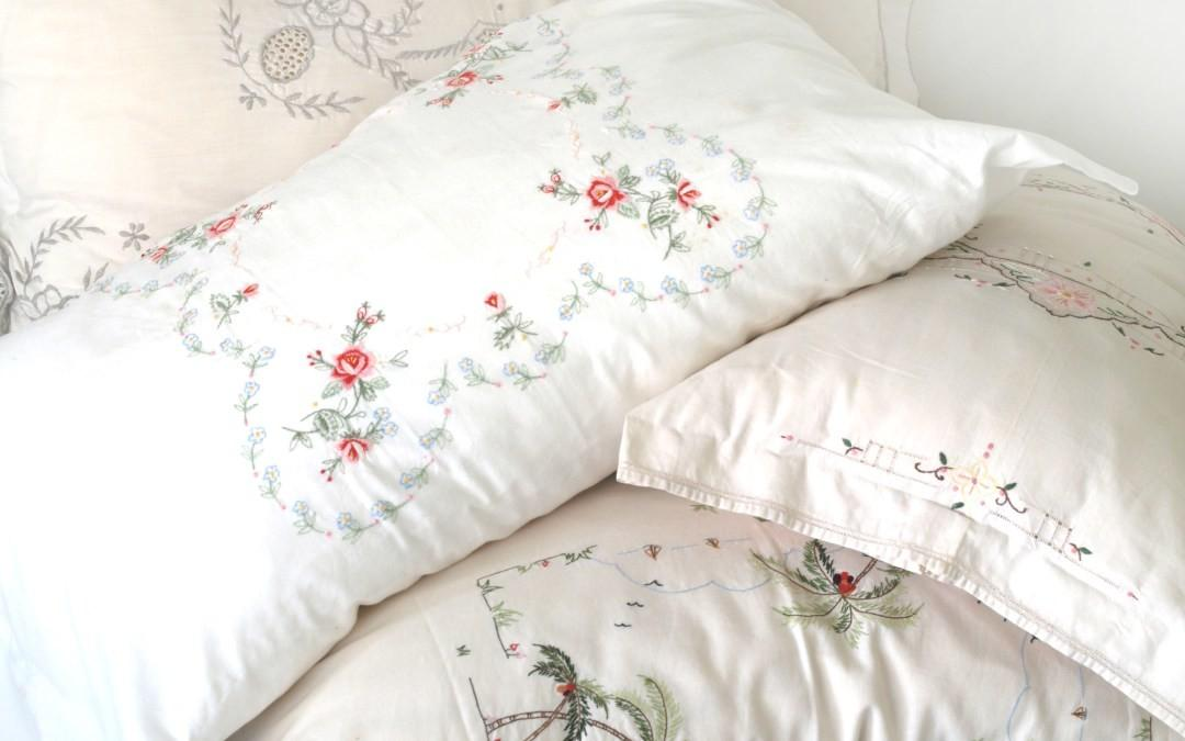 Pretty Pillow Covers Vintage Table Cloths Diy