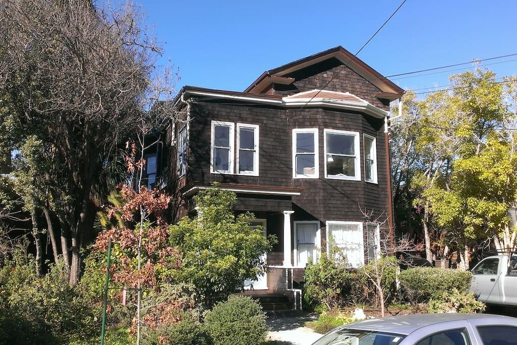 Private Berkeley Cottage Near Houses Rent