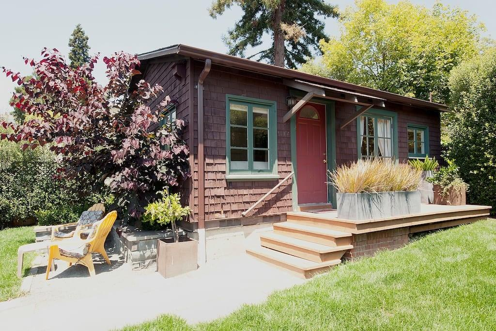 Private North Berkeley Cottage Houses Rent