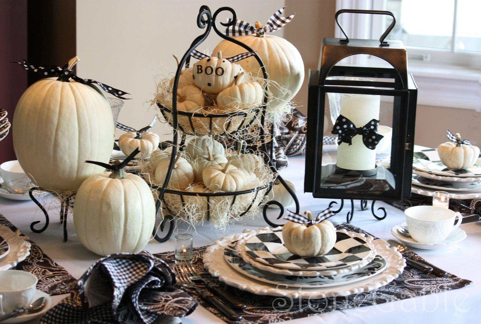 Queen Halloween Black White Tablescapes