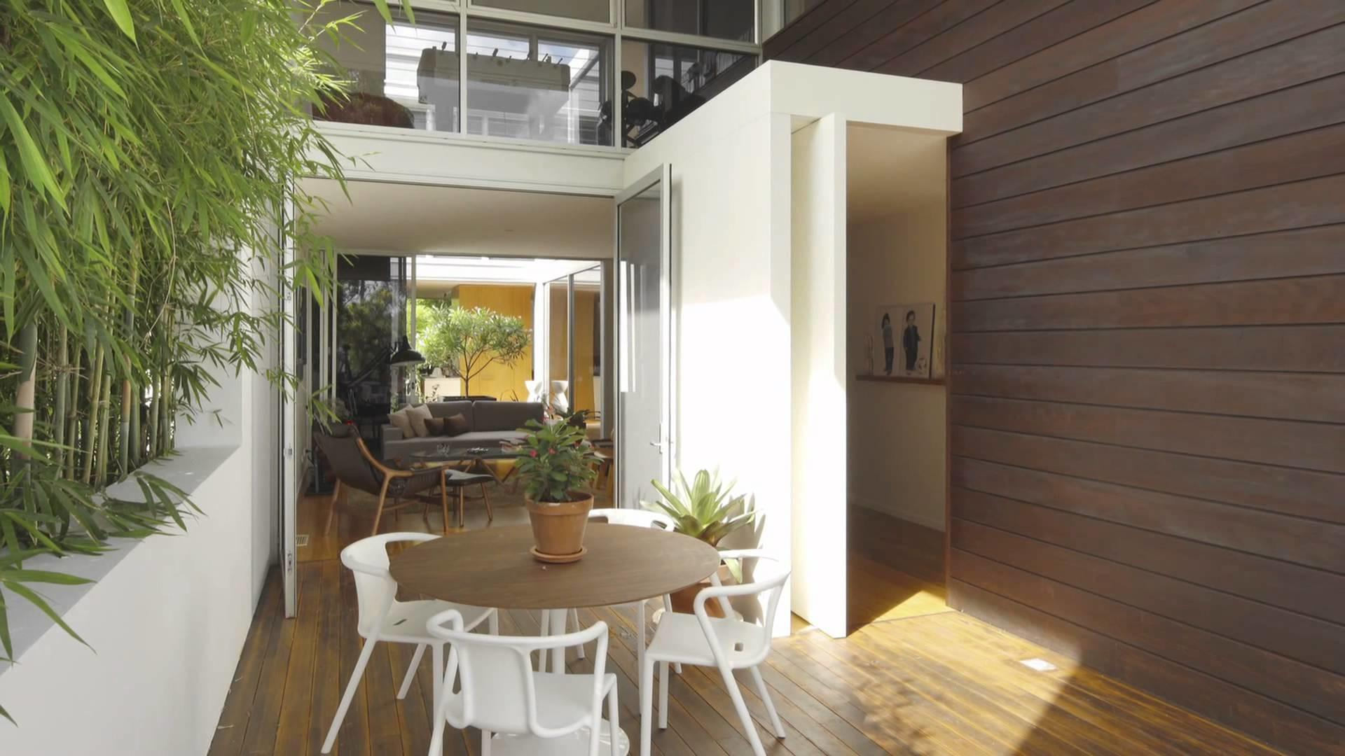 Queensland Home Formed Around Central Courtyard Opens