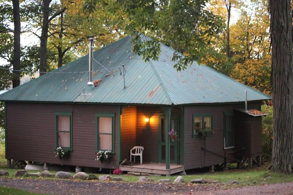 Quiet Rustic Lakefront Cottage Cottages Rent