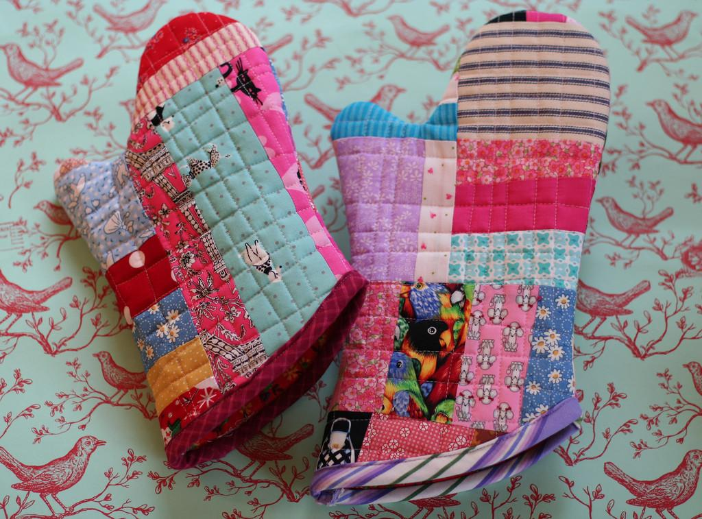 Quilted Fabric Scraps Over Mitts Wonderfuldiy
