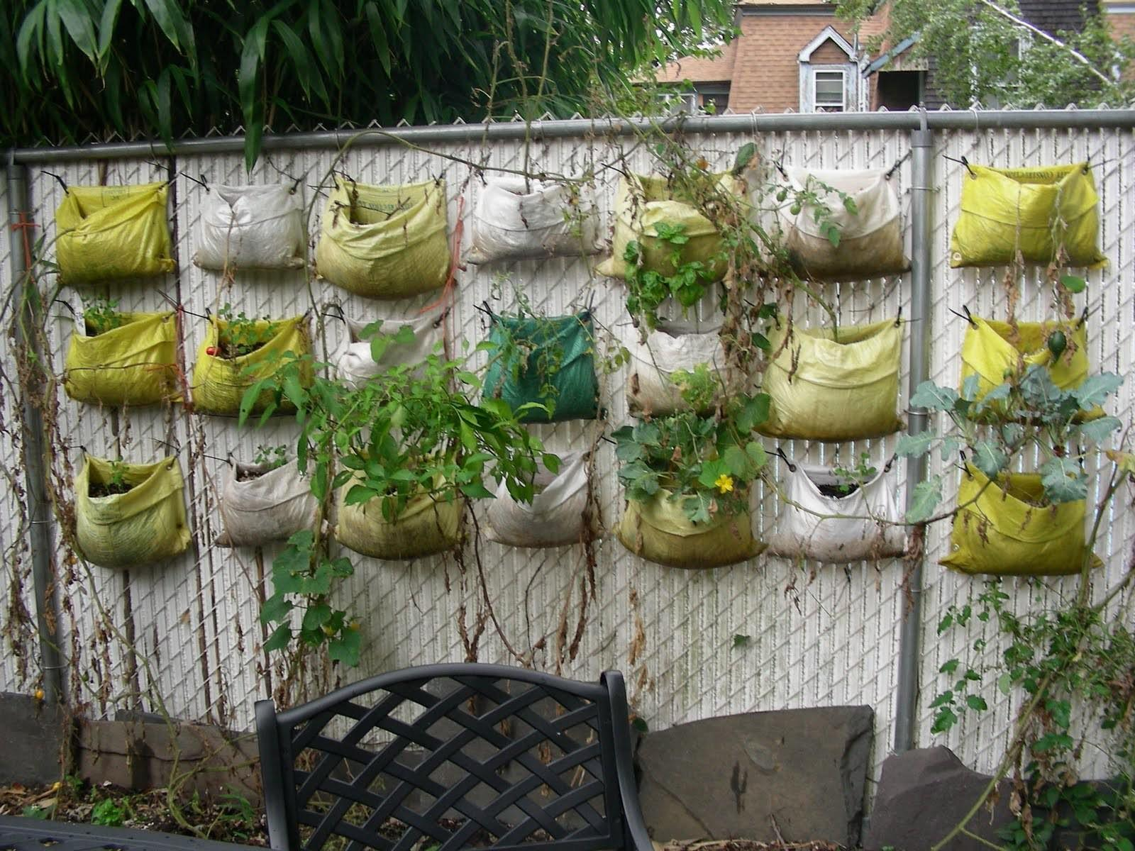 Recycled Plastic Planter Bags Hanging Wire Fence