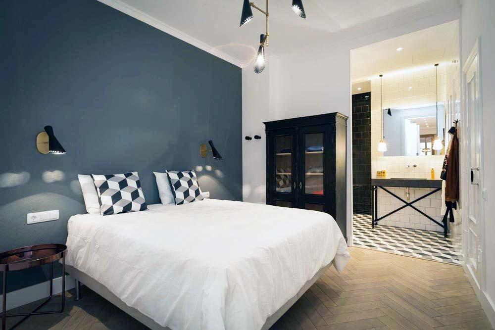 Renovated Apartment Barcelona Offers Chic Touch