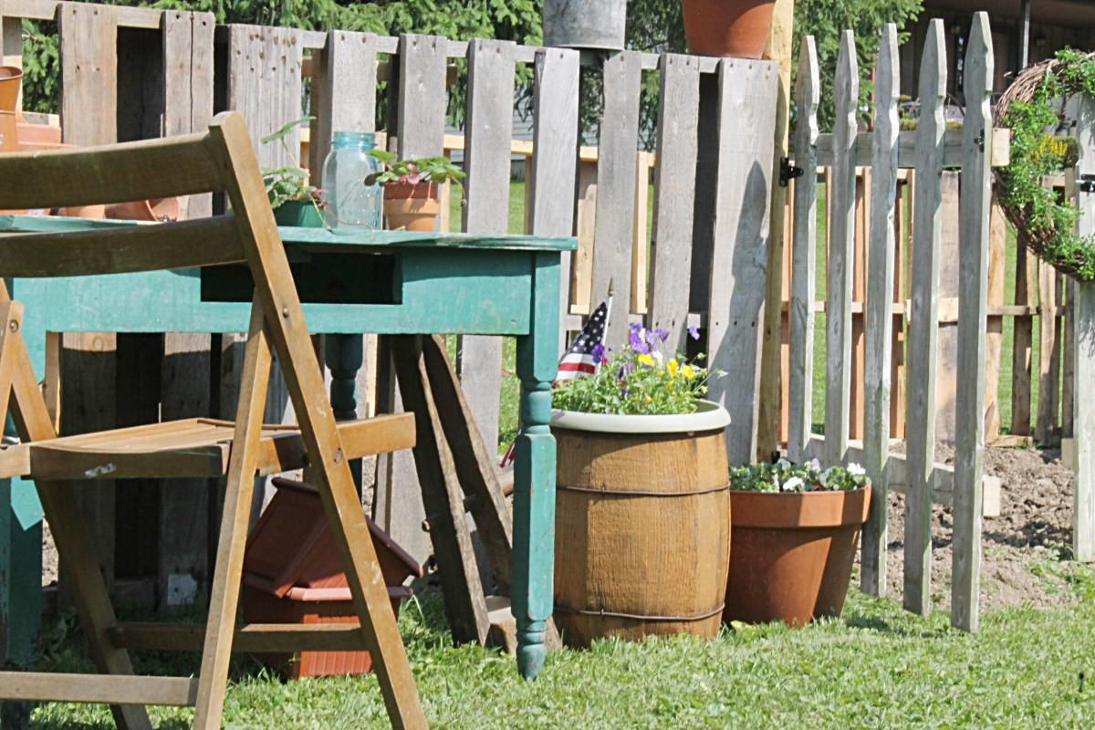 Repurpose Design Series Diy Pallet Fence