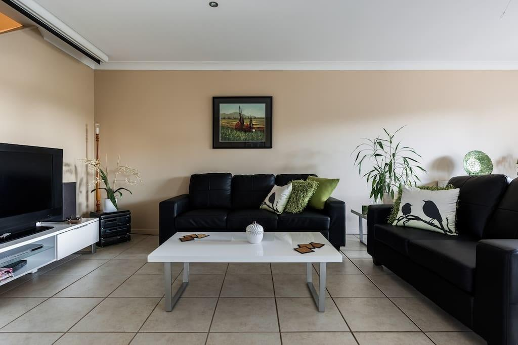 Resort Style Living Townhouses Rent Coombabah