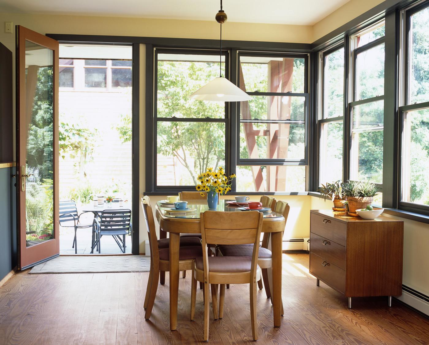 Retro Dining Room Modern House Exudes Casual