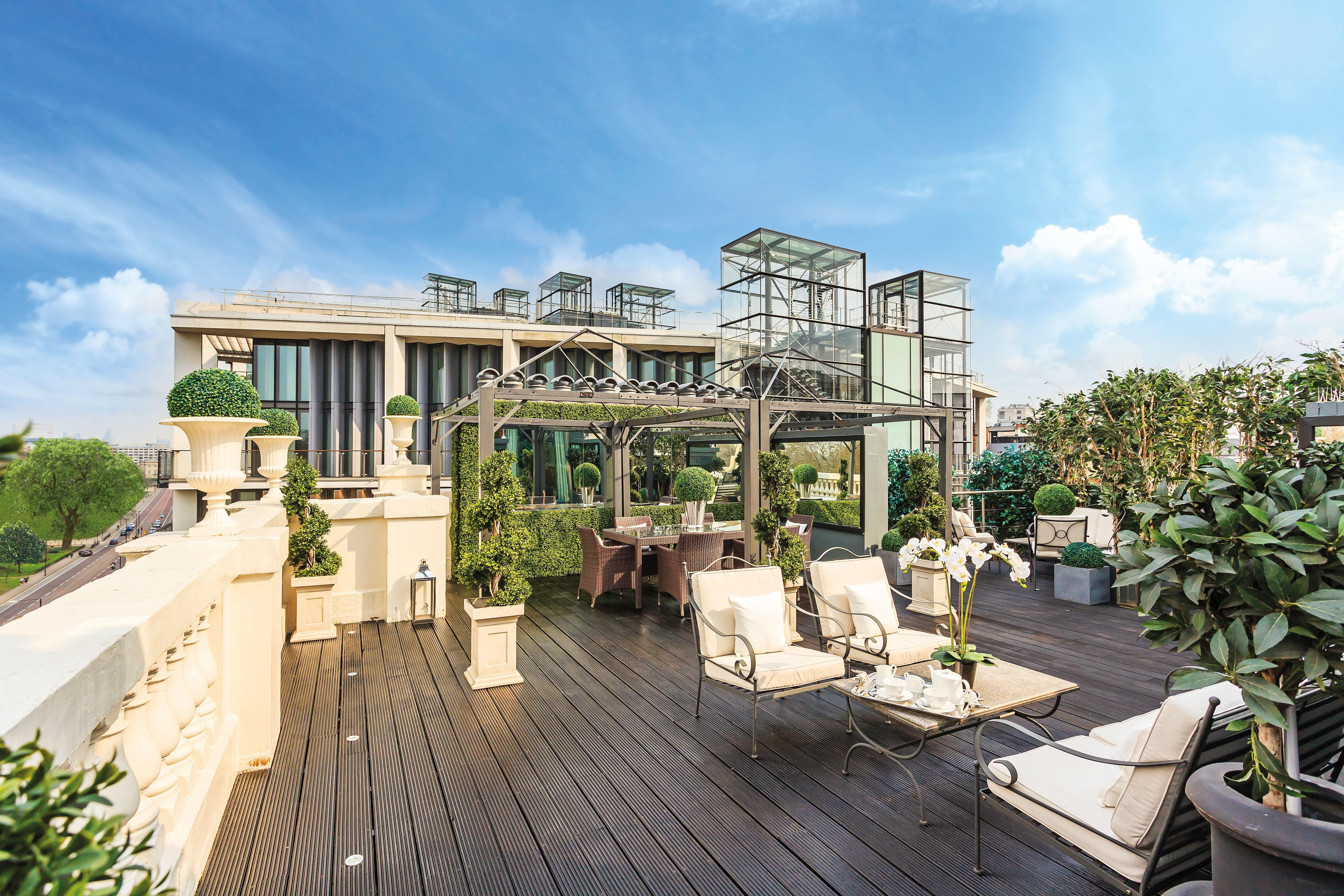 Rihanna Lived Million London Penthouse Photos