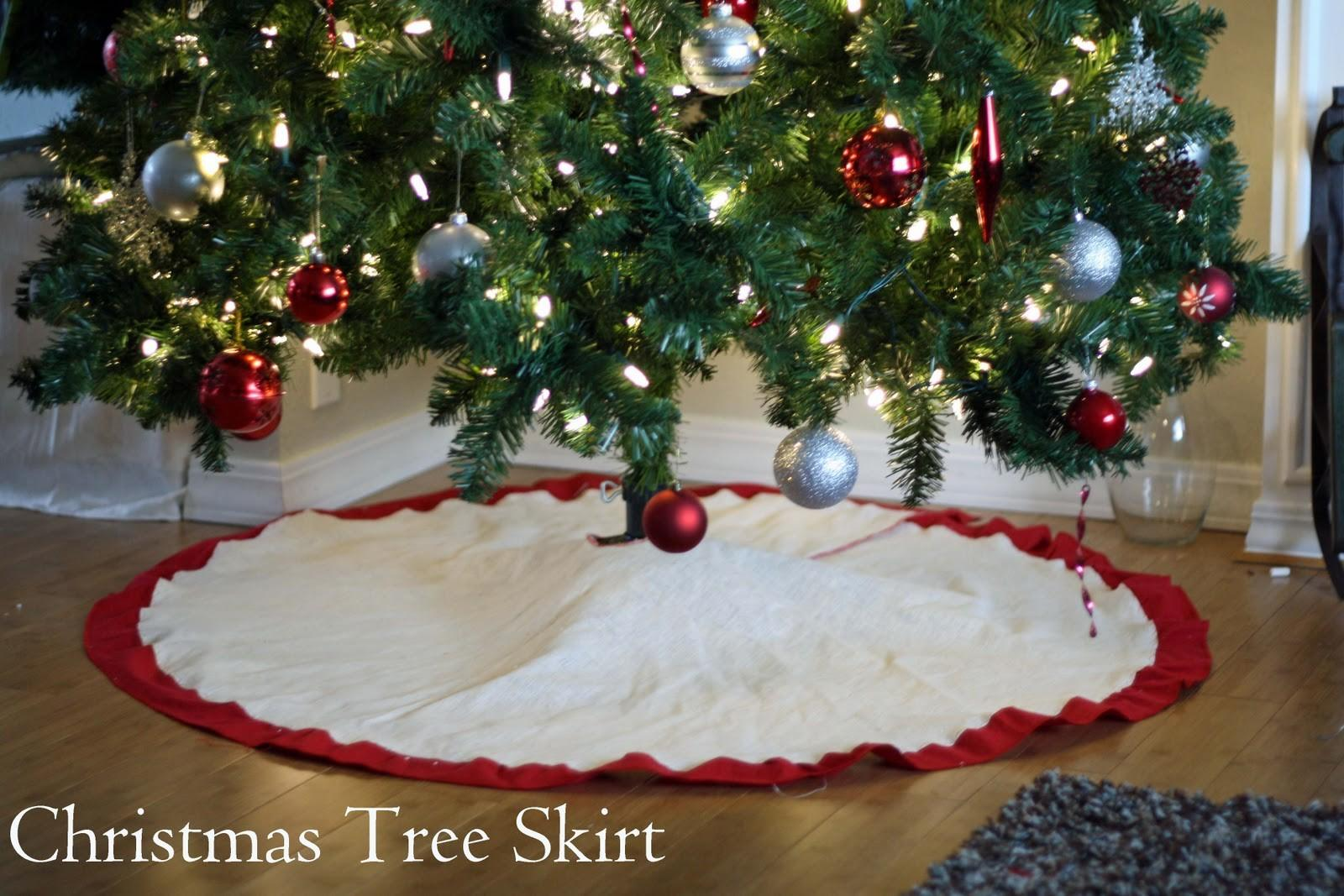 Running Scissors Christmas Tree Skirt