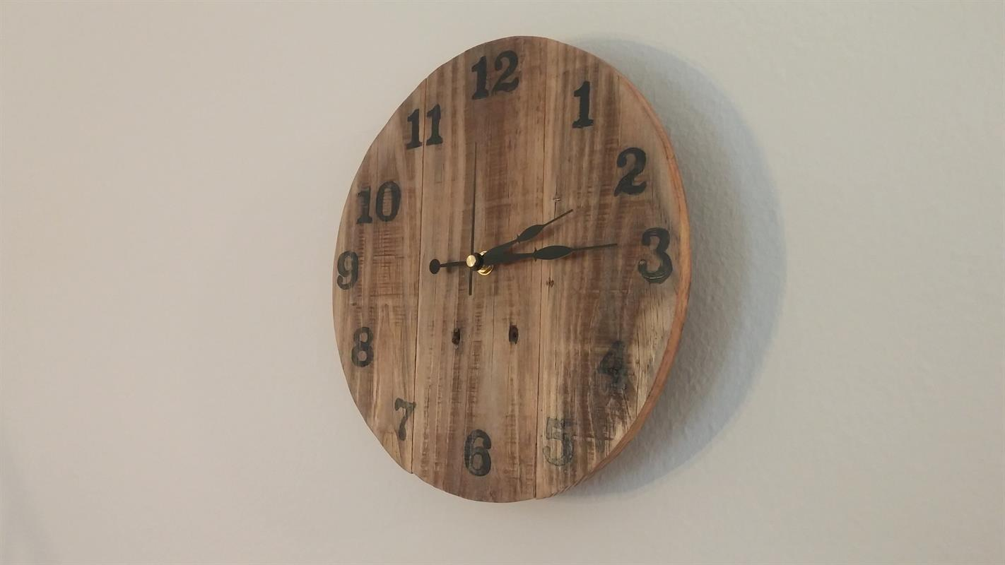 Rustic Pallet Wood Clock Buildsomething