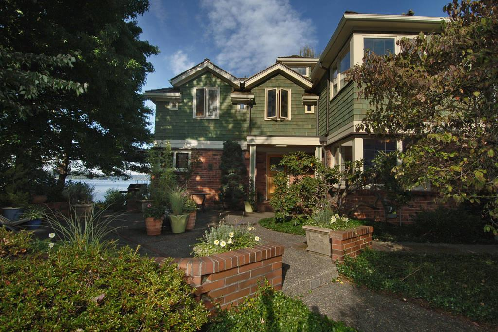 Seattle Lakefront Vacation Home