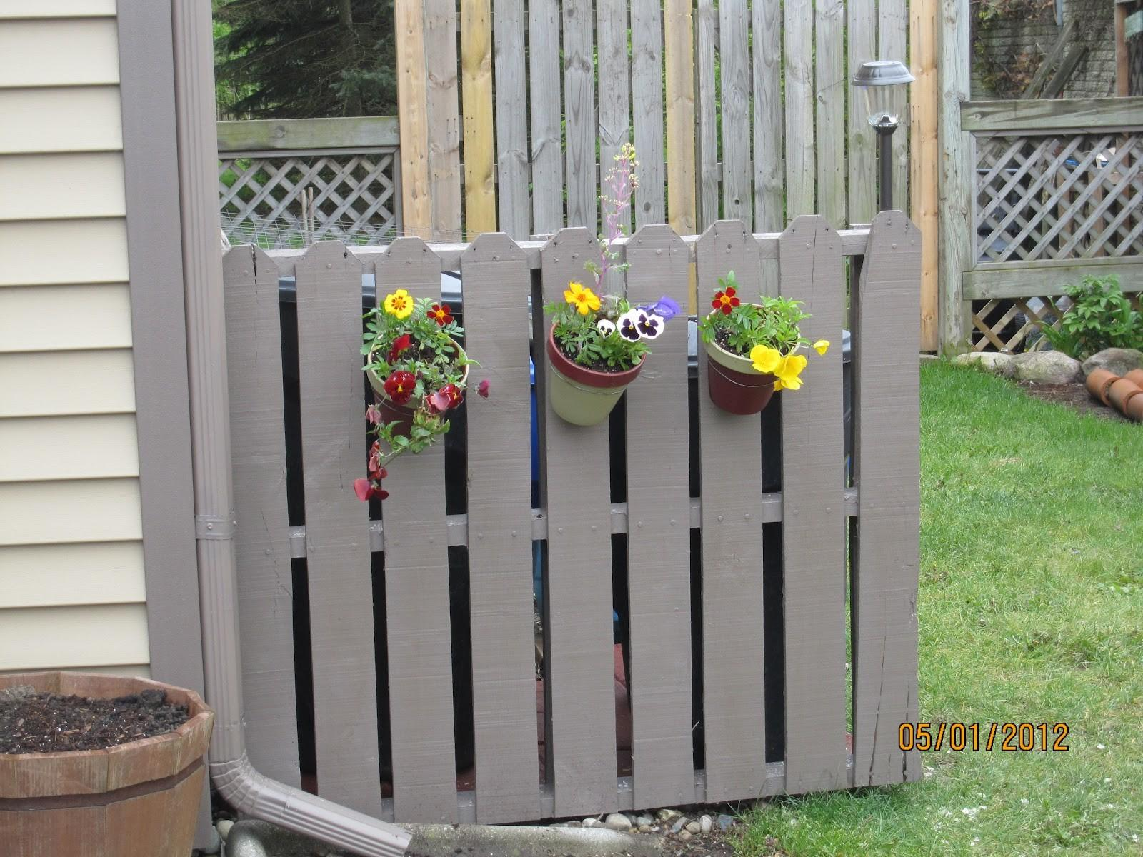 Serendipity Sunshine Trash Treasure Pallet Fence