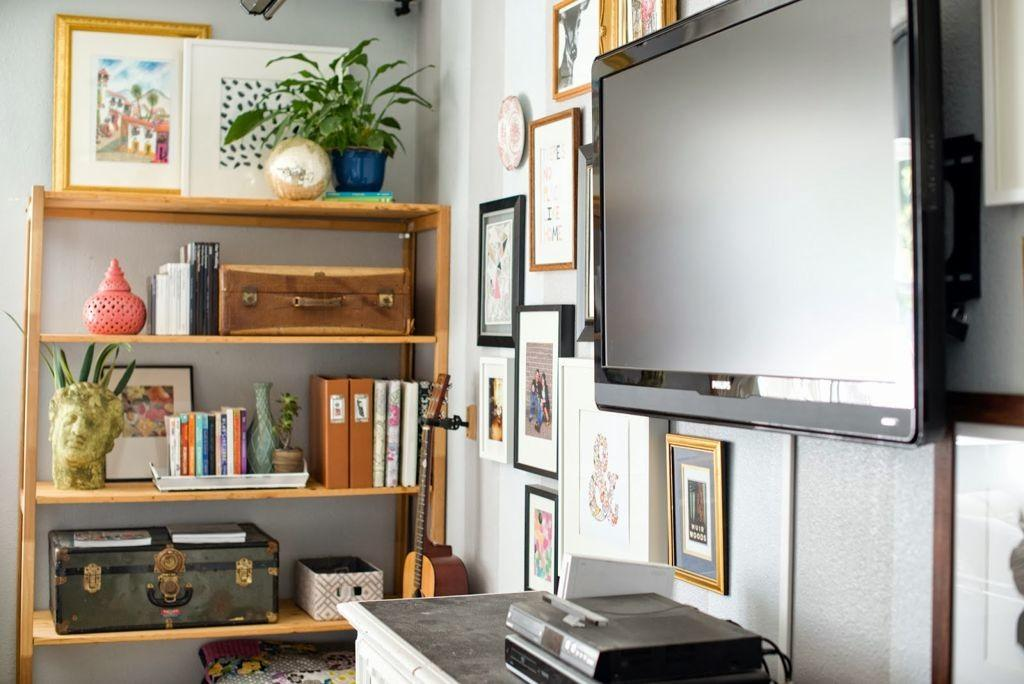 Simple Living Room Wooden Open Shelf Around Wall Unit
