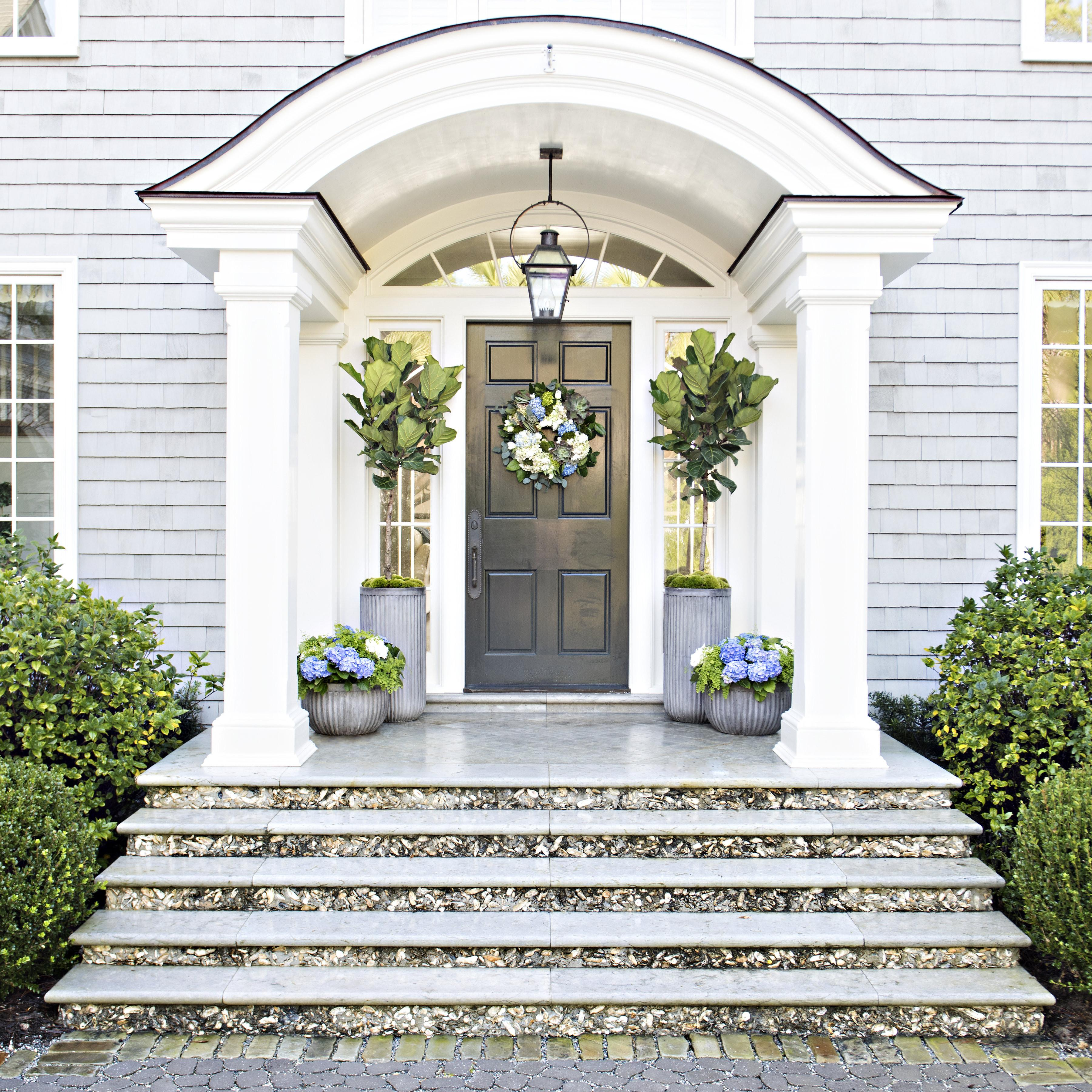 Six Tips Creating Dramatic Front Door Container