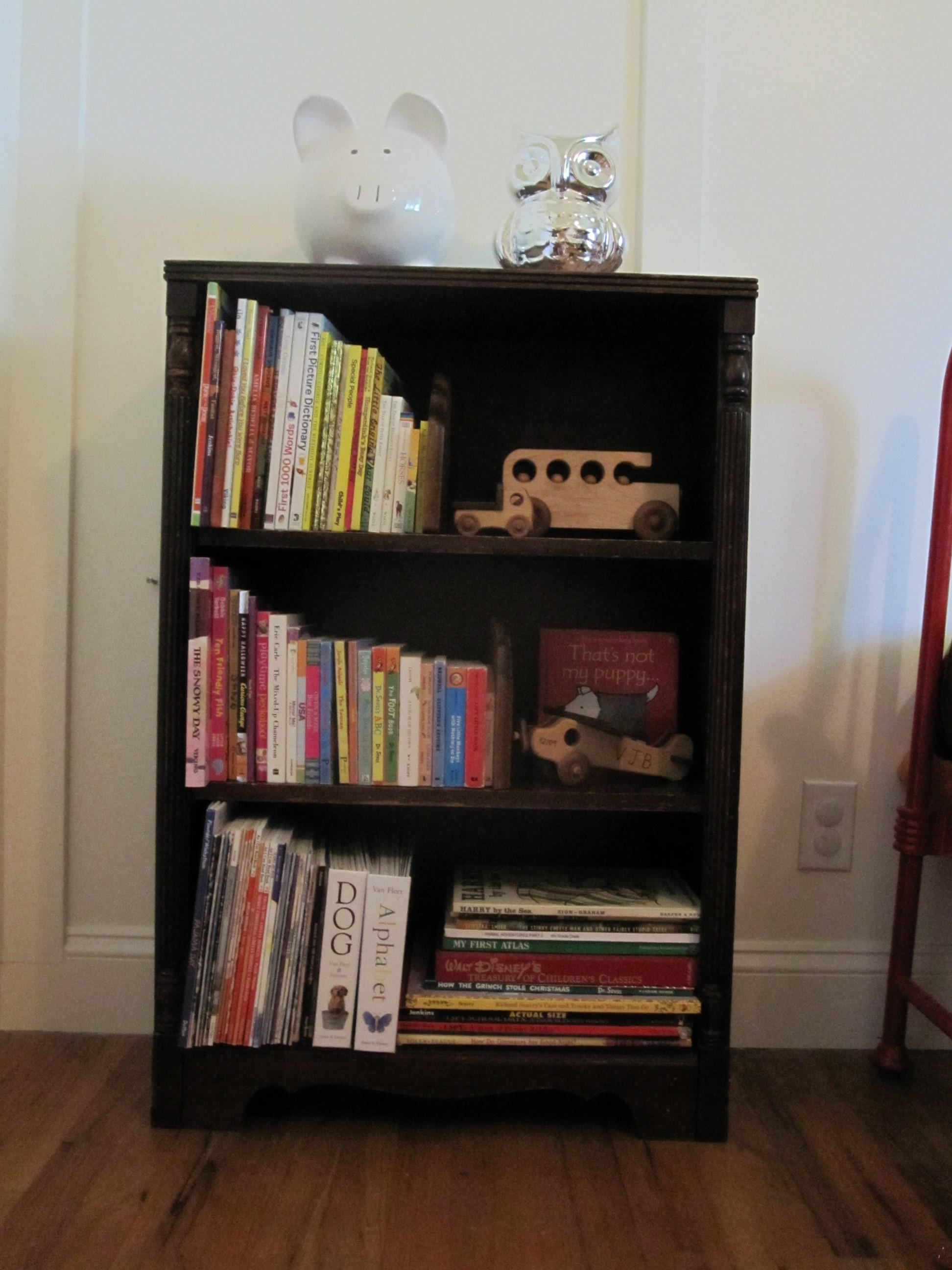 Small Bookshelf Decor Book Organization