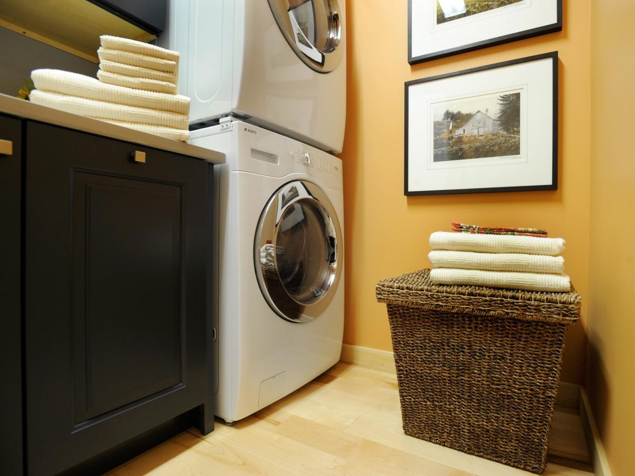 Small Room Design Glass Laundry Hanging