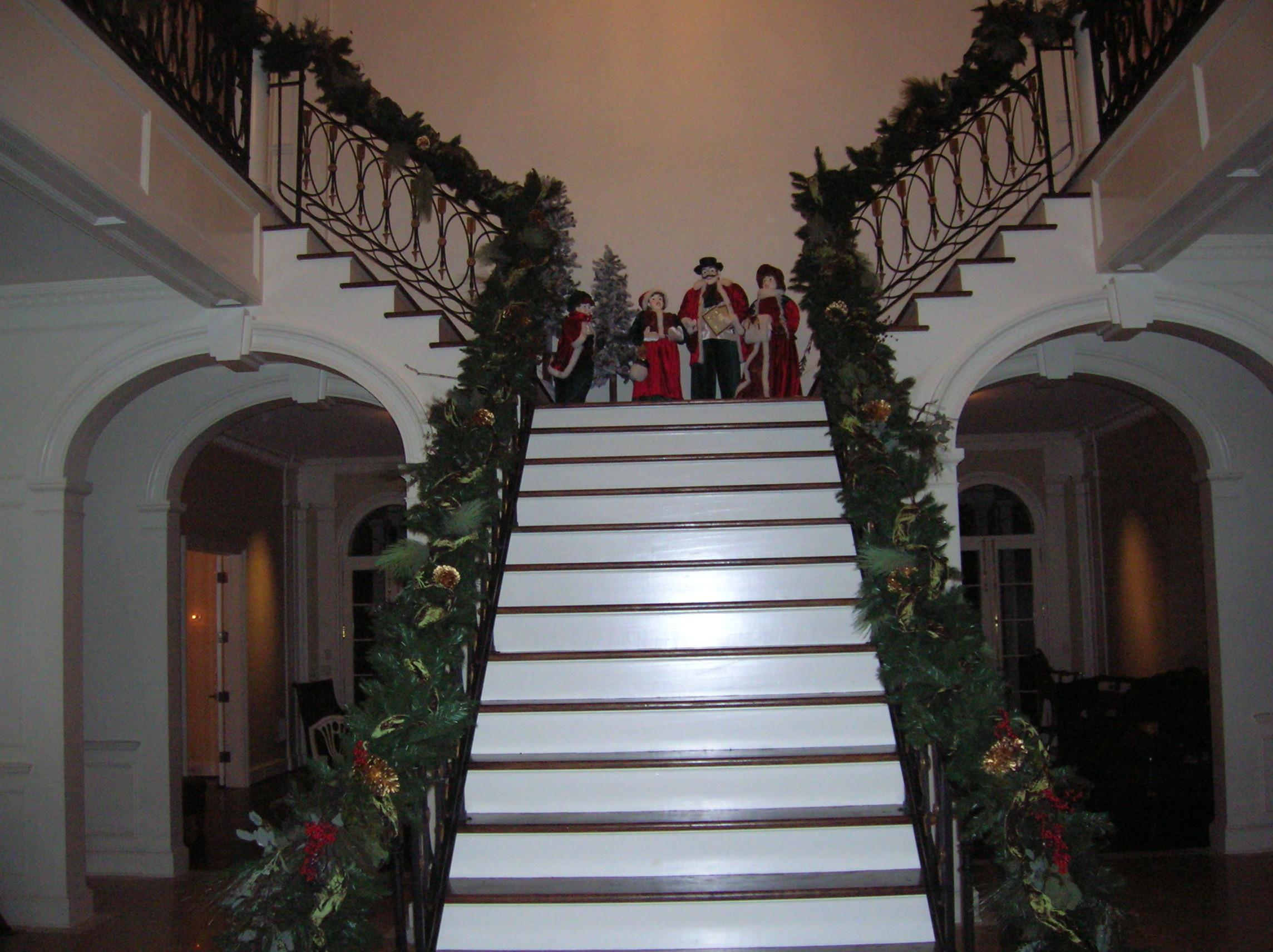 Staircase Xmas Decorating Ideas Small Spaces Living