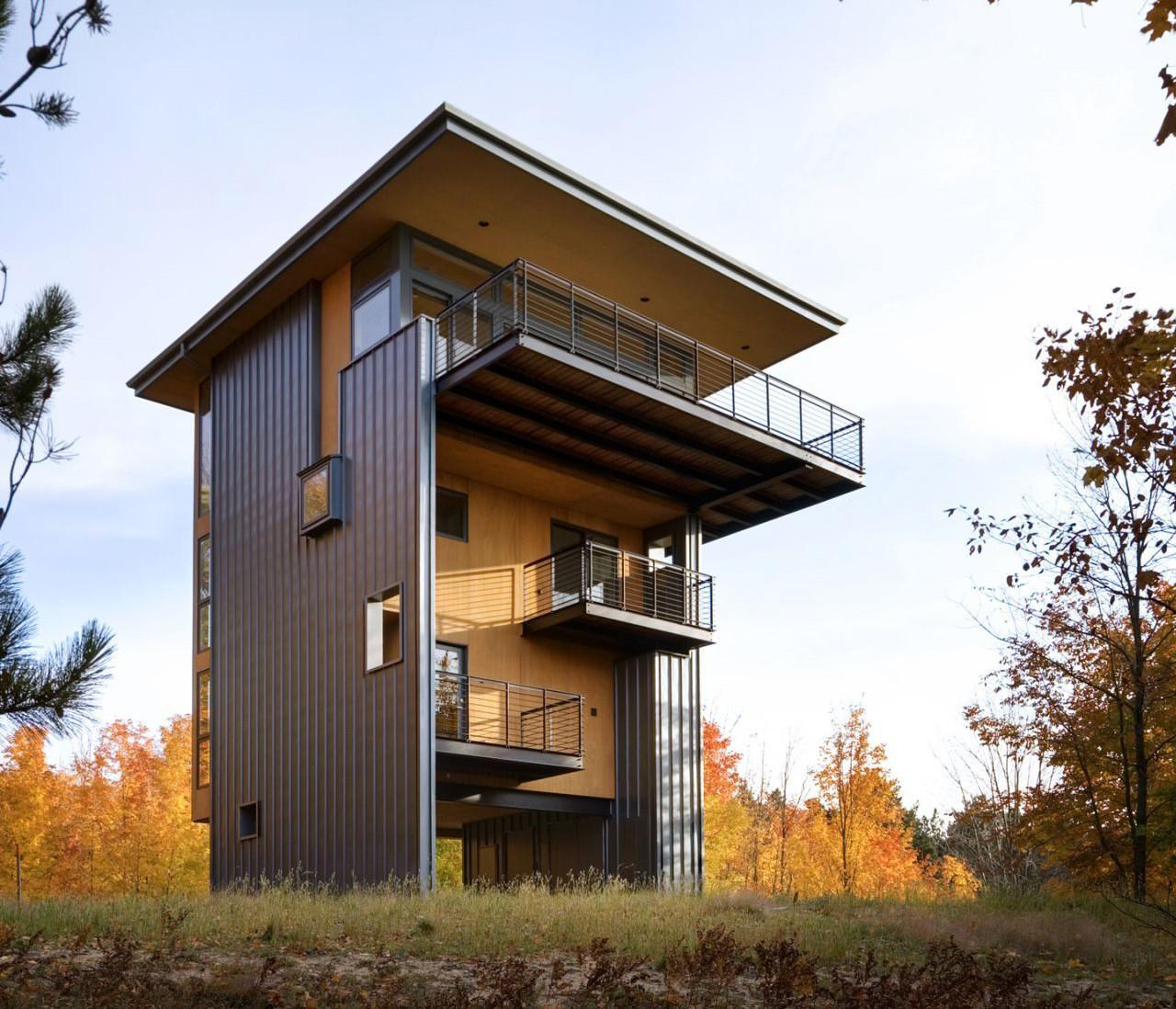 Storey Tall House Reaches Above Forest See Lake