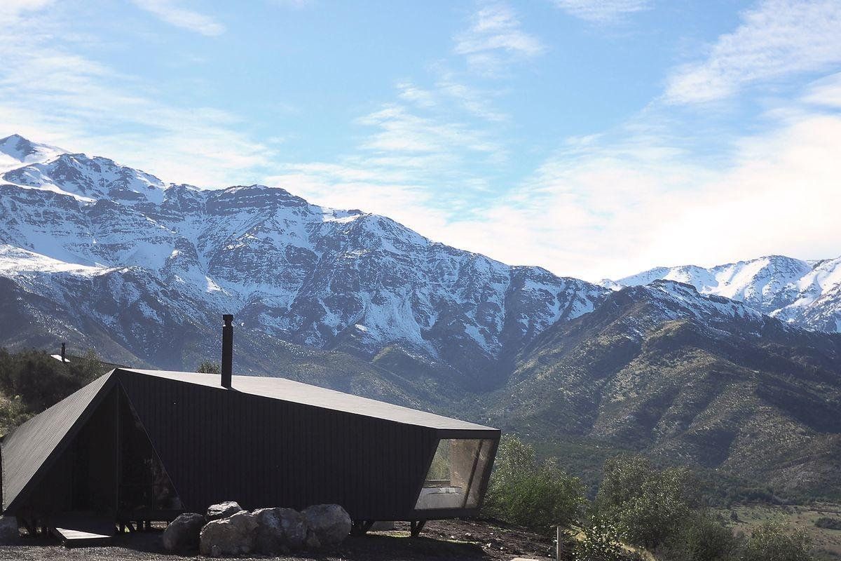 Striking Modern Cabin Rises Among Chilean Mountains Curbed