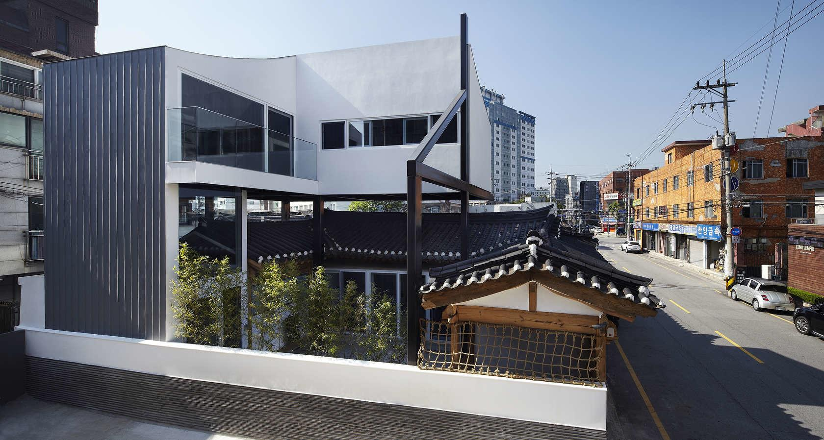 Stunning Addition Seoul Literally Balances Old