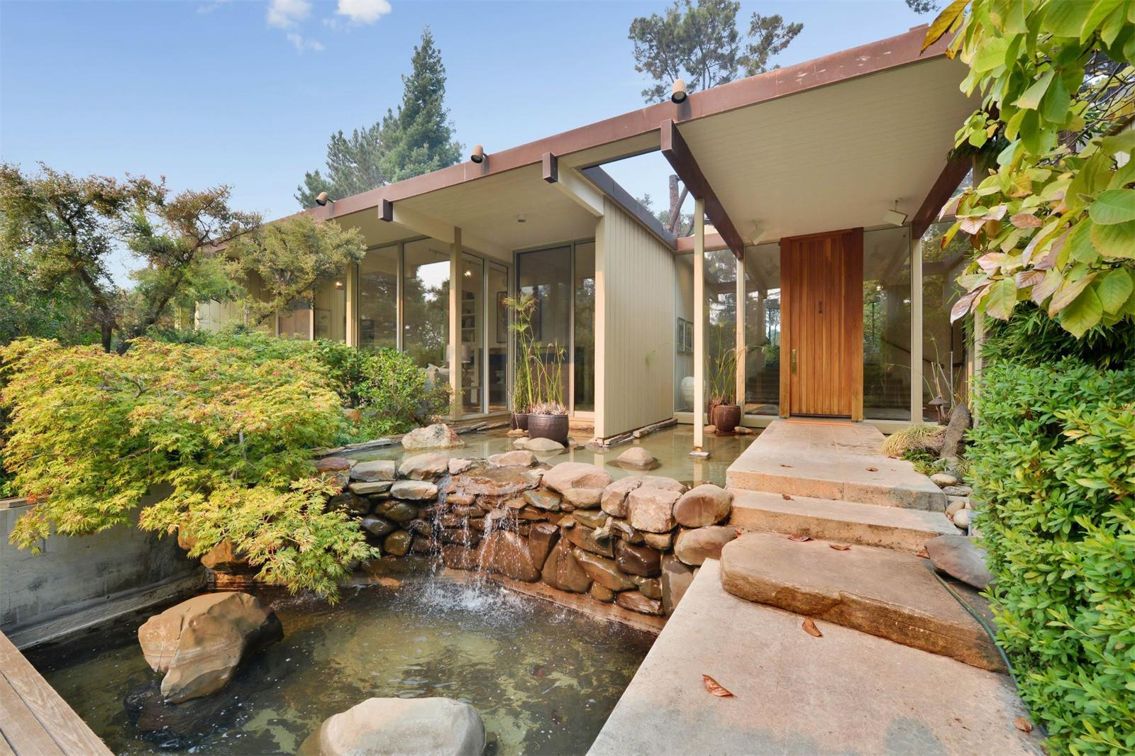Stunning Midcentury Home Near San Francisco Wants