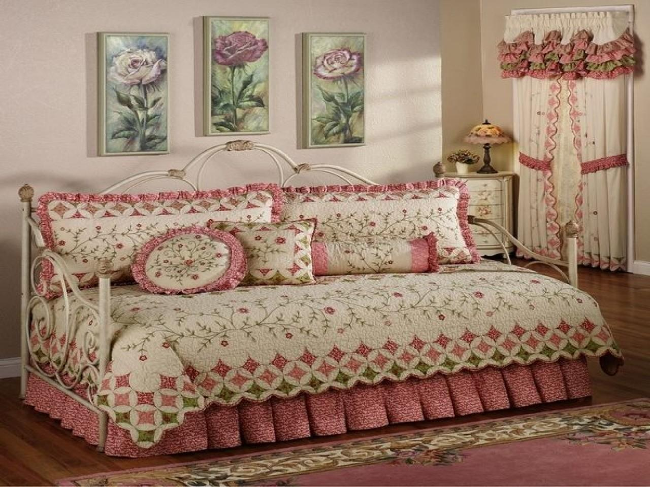 Stylish Daybed Shabby Chic Bedding Sets