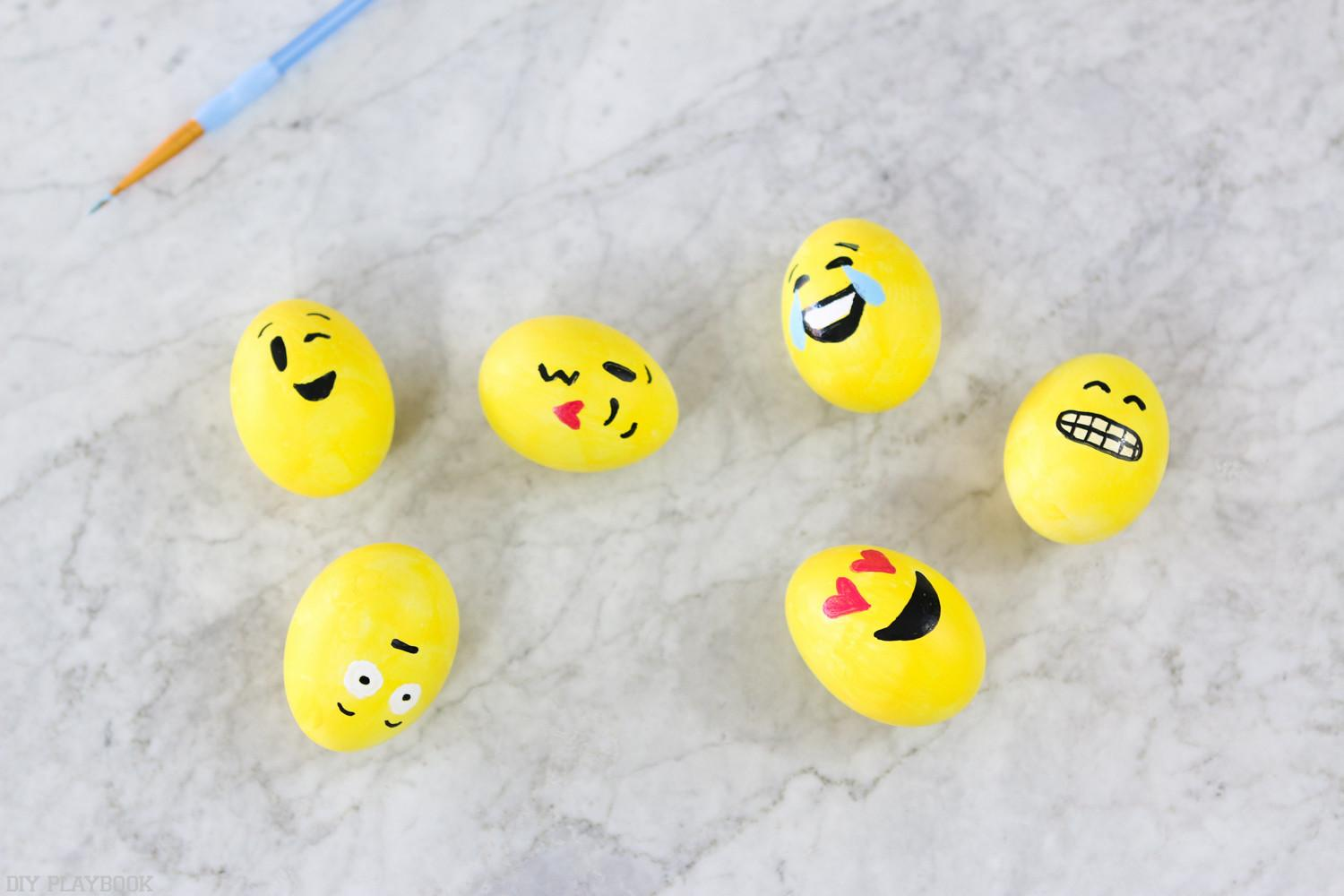 Super Easy Diy Emoji Easter Egg Tutorial Tips