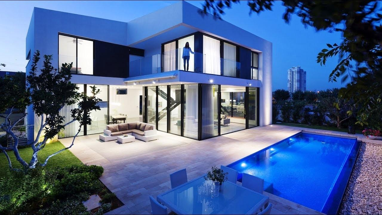 Superb Symmetrical Minimalist Modern Luxury House