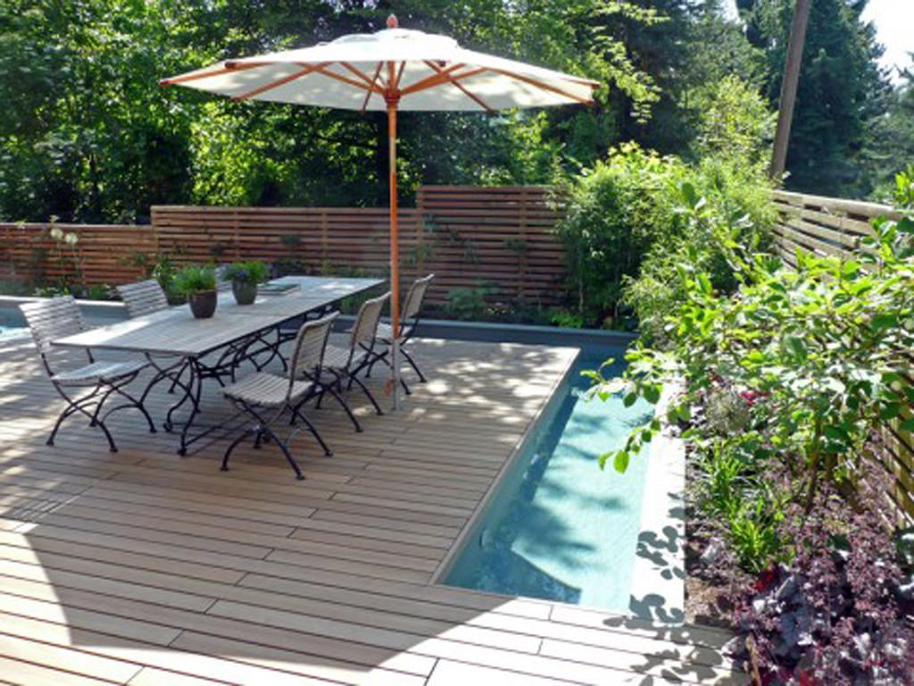 Sweet Deck Outdoor Dining Ideas Near Swimming Pool