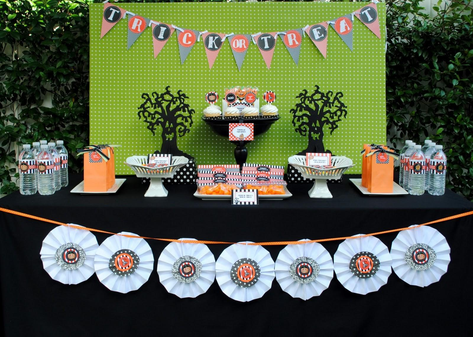 Sweet Metel Moments Halloween Party Tablescape