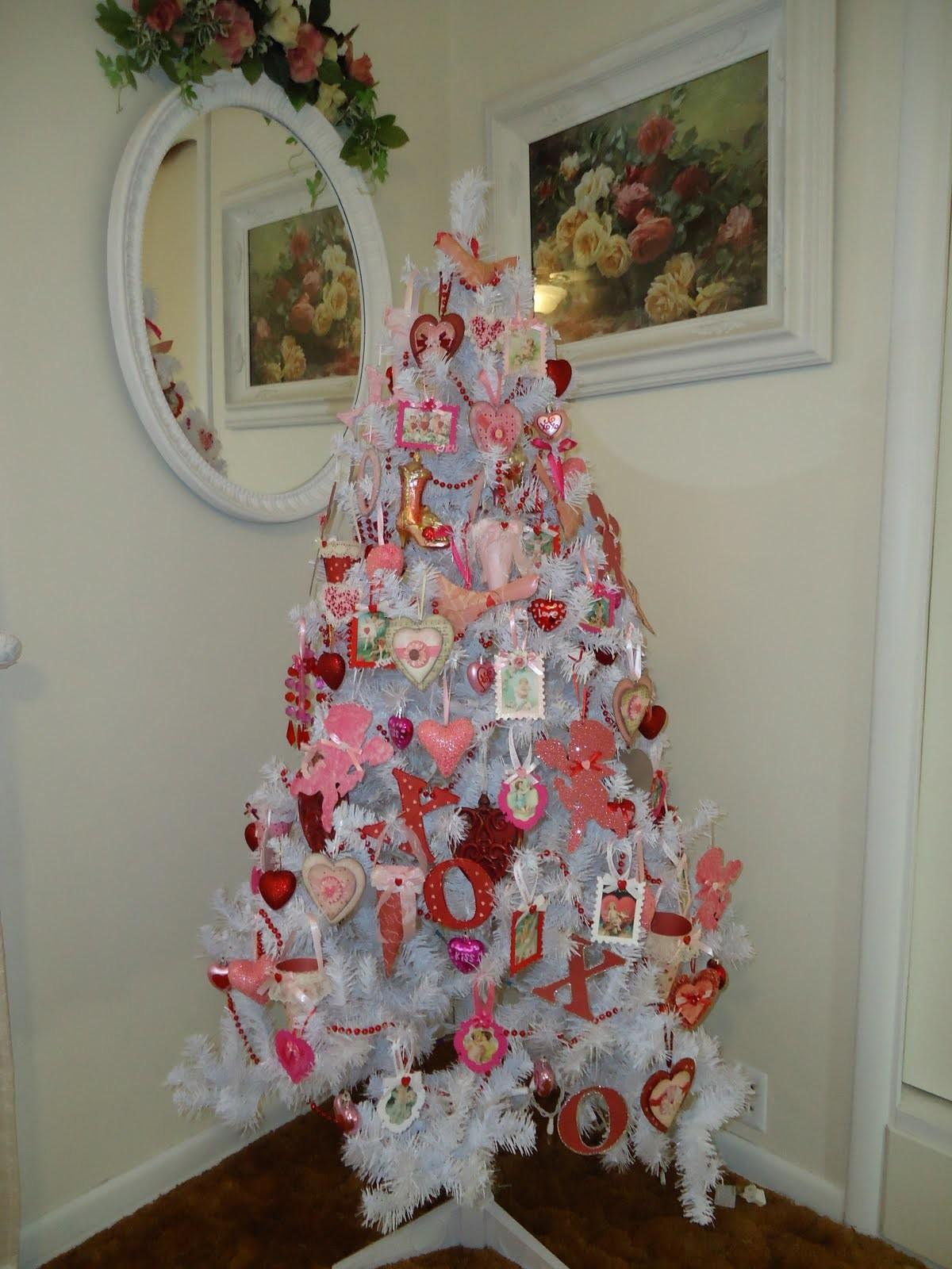 Tammy Heart White Valentine Tree