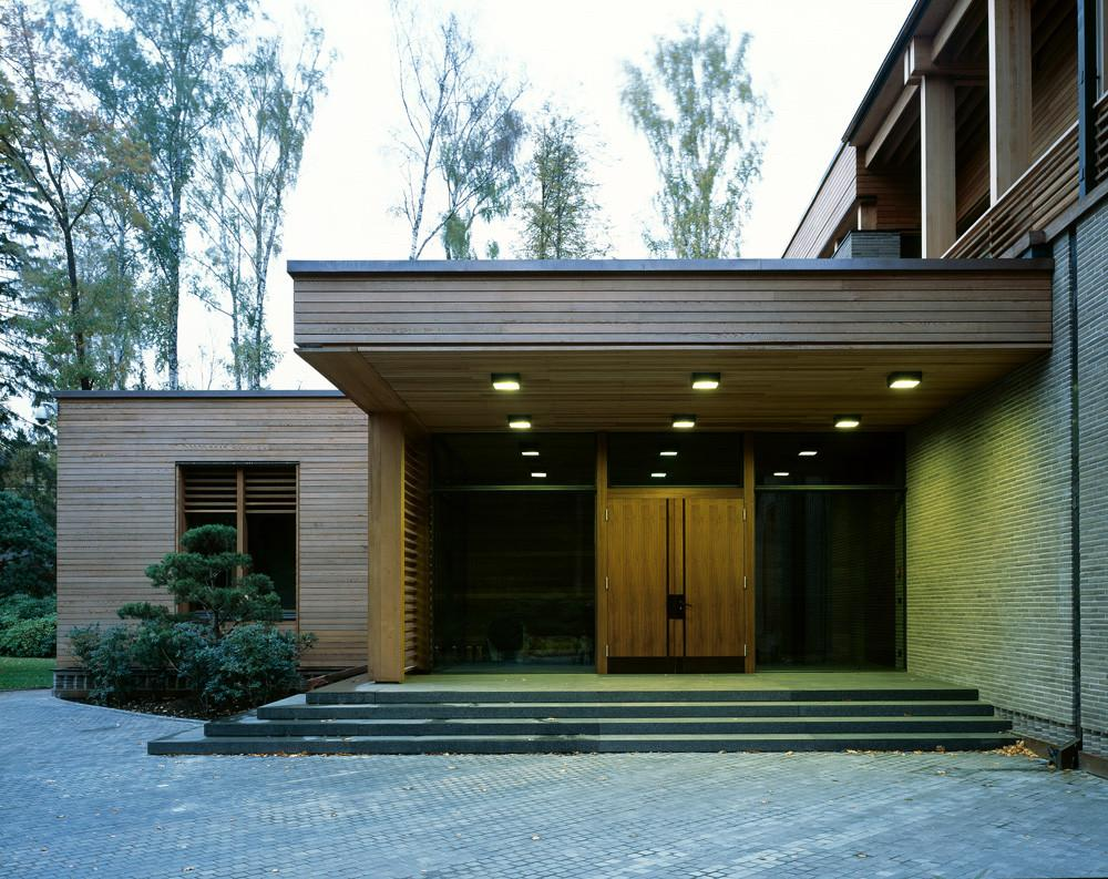 Ten Modern Houses Showcase Russian Architecture
