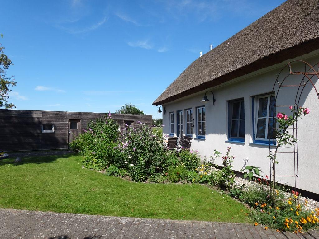 Thatched Roof House 250 Beach Large Garden