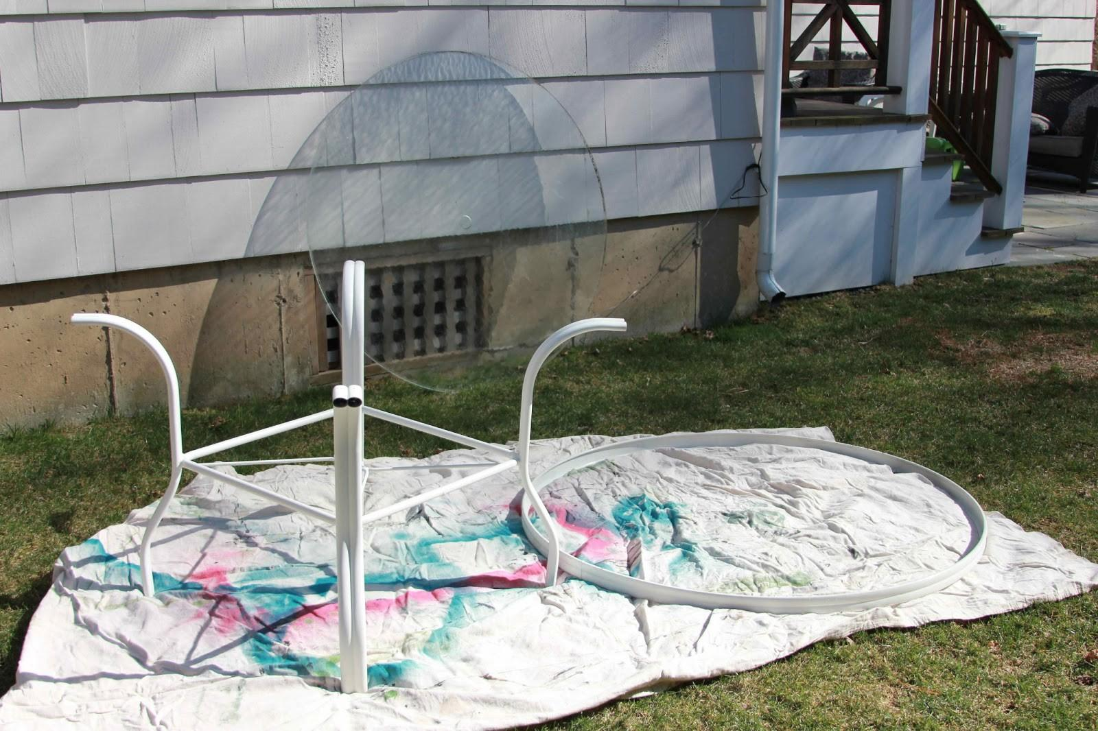 Thrifter Disguise Hand Down Patio Table Makeover