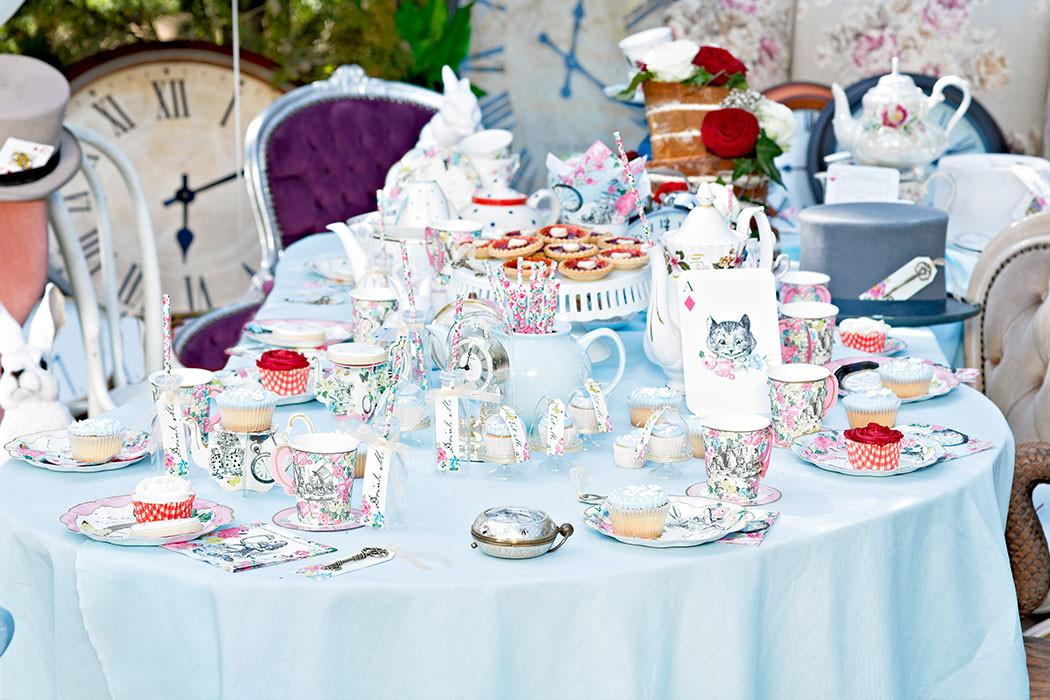 Throw Alice Wonderland Tea Party