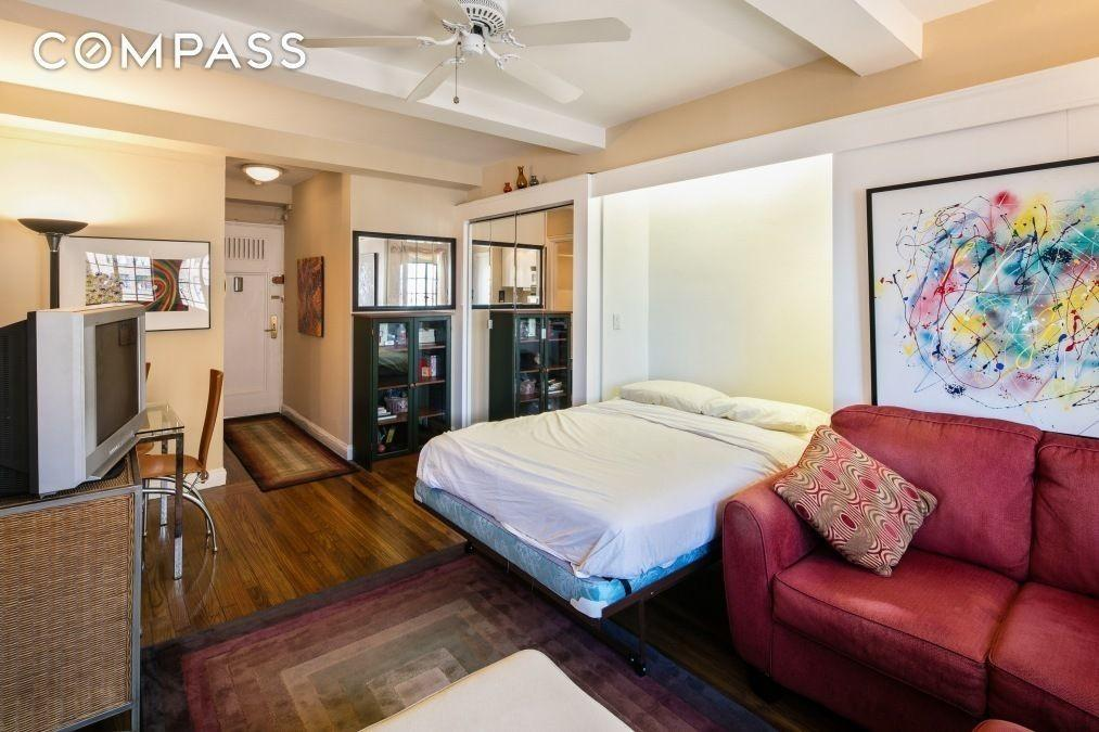 Tiny But Cute Nyc Studios 350 000 Less Curbed