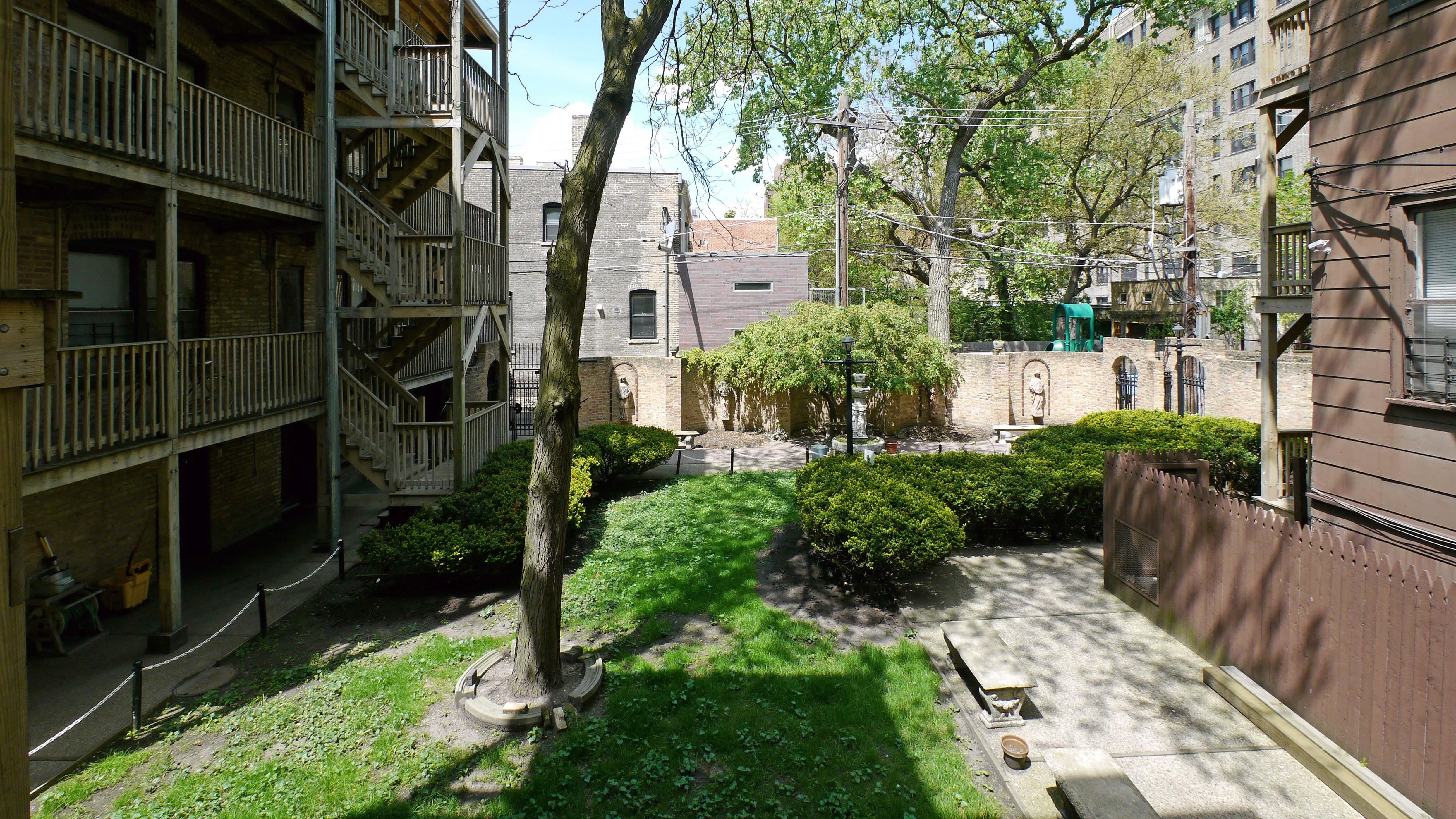 Today Apartment Deal Unusual Reverse Courtyard