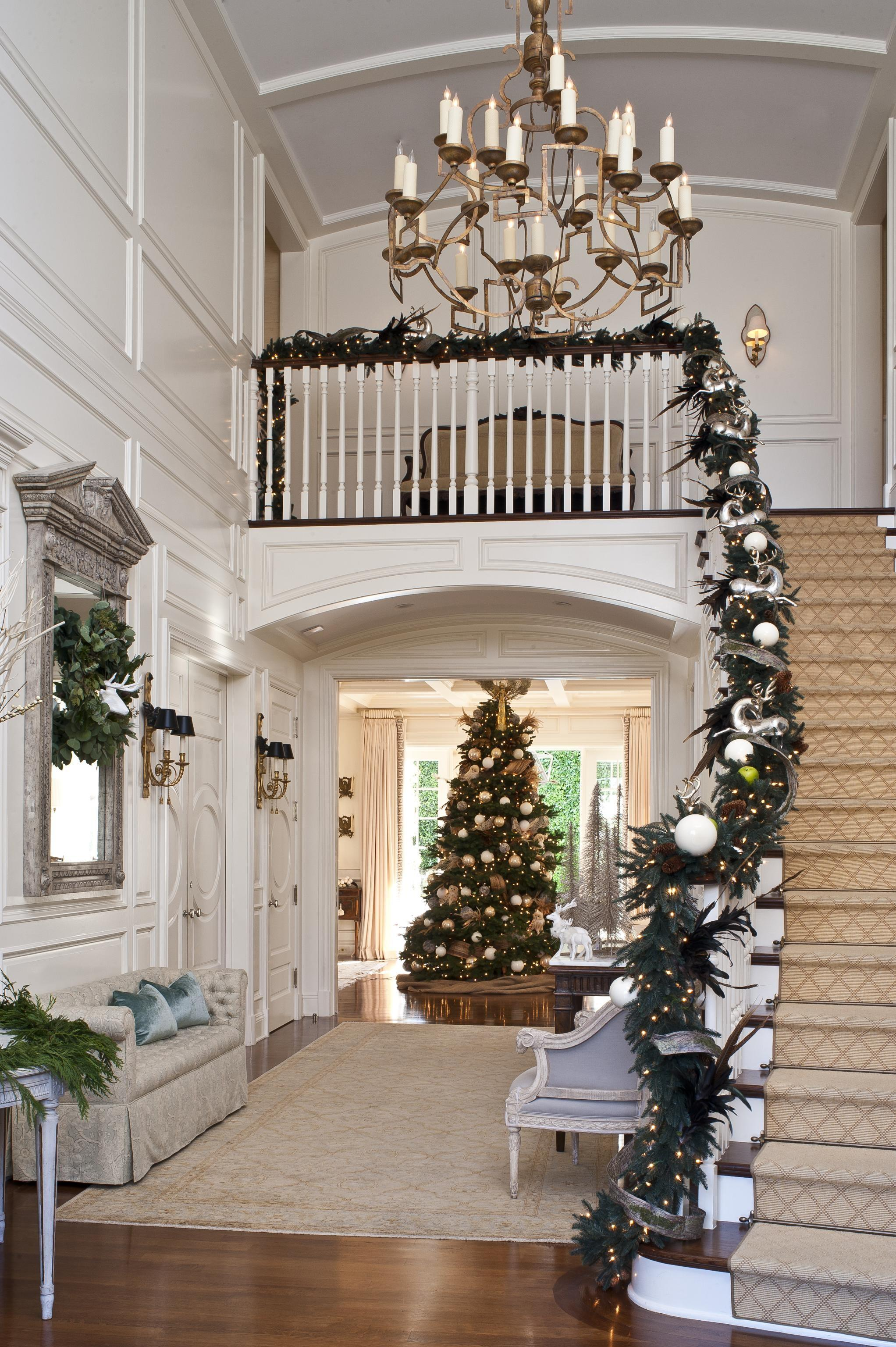 Top Stunning Christmas Decorating Ideas Staircase