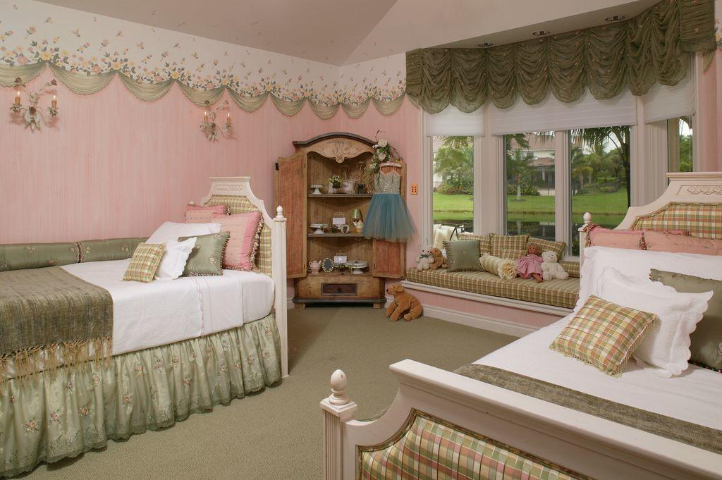 Traditional Kids Bedroom High Ceiling Innovative