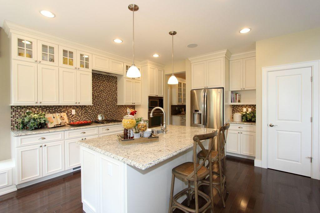 Traditional Kitchen High Ceiling Glass Panel