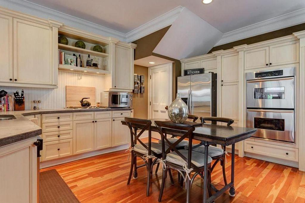 Traditional Kitchen Simple Granite Counters