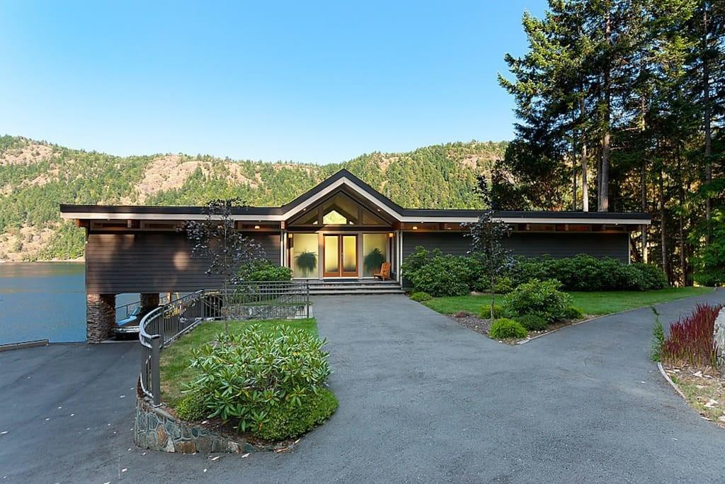 Tranquil Waterfront Retreat Houses Rent Malahat
