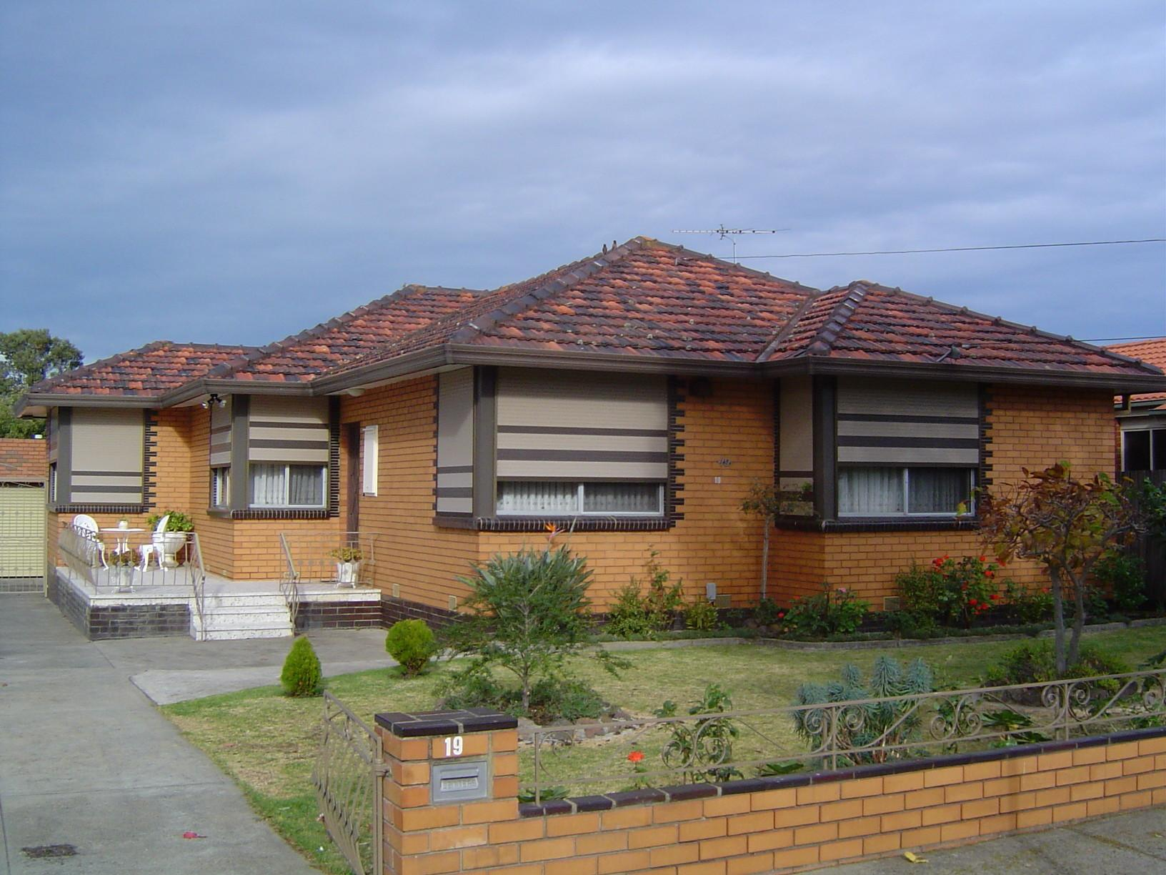 Triple Front Fronts Style House