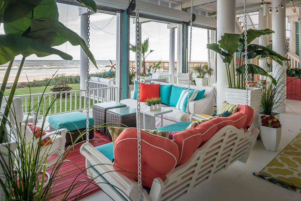 Tropical Porch Fence Design Firm Zillow Digs