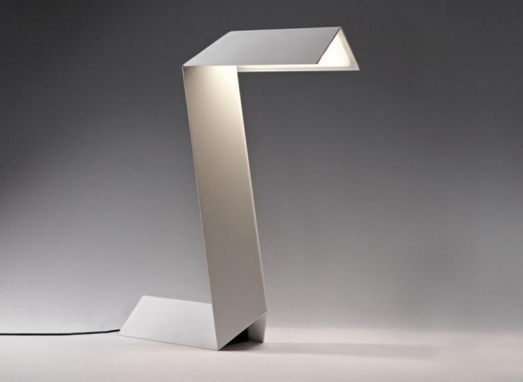 Unique Design Metal Materials Soft Lighting Desk