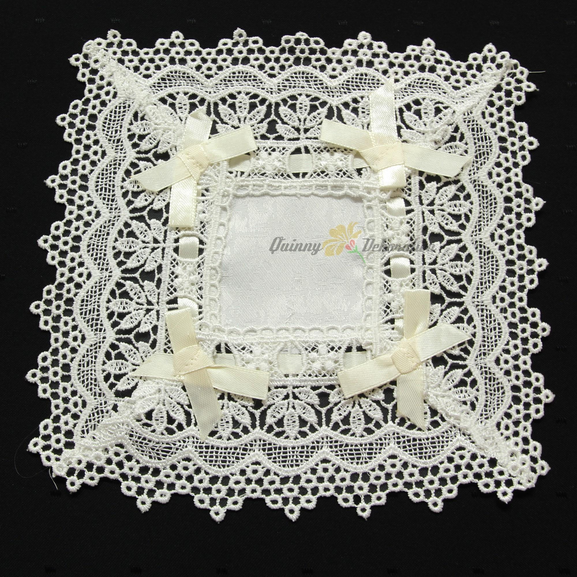Unique Jacquard Lace Bow Doily Table Runner